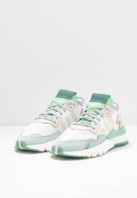 adidas Originals - NITE JOGGER  - Zapatillas - footwear white/alumin - 4
