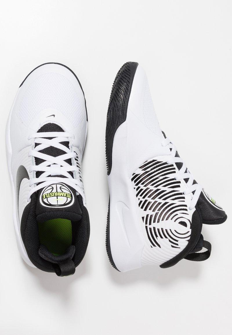 Nike Performance - TEAM HUSTLE D 9 UNISEX - Basketbalové boty - white/black/volt