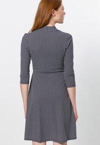 zero - MIT WELLENPRINT - Jersey dress - dark blue - 2