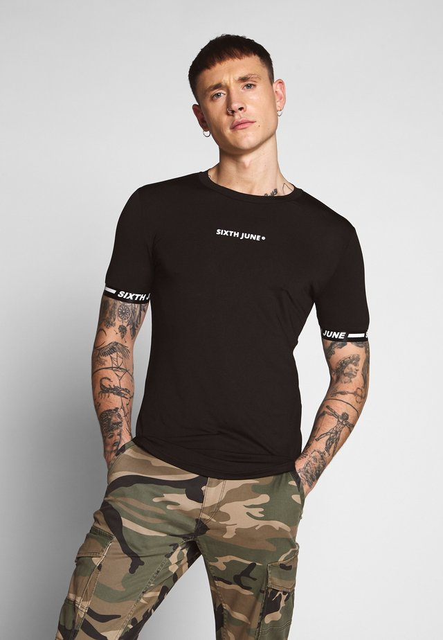 CUFFED TEE - Camiseta estampada - black