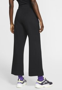 Nike Sportswear - SPODNIE DAMSKIE  - Teplákové kalhoty - black/dark smoke grey - 2