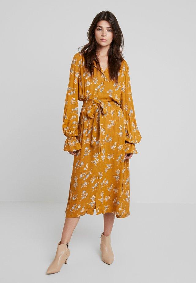 KALINDA - Abito a camicia - mustard