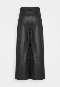 IVY & OAK - CULOTTE - Leather trousers - black - 1