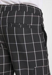 D-STRUCT - BEGAZI - Cargo trousers - black - 3