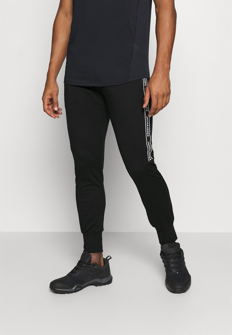 Jack & Jones Performance - JCOZHALF TAPE  - Pantalon de survêtement - black
