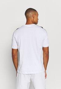 Sergio Tacchini - NOLWEN - Print T-shirt - white/orange - 2