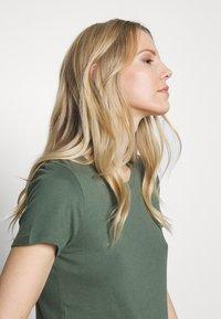 GAP - FAV CREW - Camiseta básica - cool olive - 3