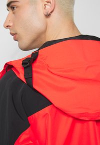 The North Face - RETRO MOUNTAIN FUTURE LIGHT JACKET - Regnjacka - fiery red - 3