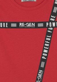 Re-Gen - TEEN BOYS  - Top - tomato puree - 2