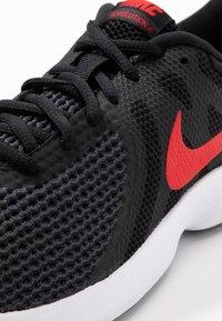Nike Performance - REVOLUTION - Løbesko trail - black/university red/oil grey/white - 5