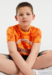 WE Fashion - Print T-shirt - bright orange - 1