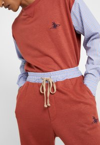 Vivienne Westwood - TRACKSUIT PANT - Pantaloni sportivi - brick - 3
