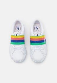 Polo Ralph Lauren - THERON SLIP ON UNISEX - Tenisky - white tumbled/rainbow gore/royal - 3