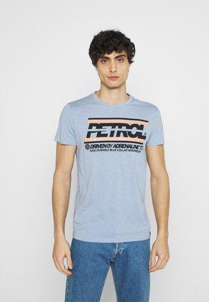Print T-shirt - parott blue