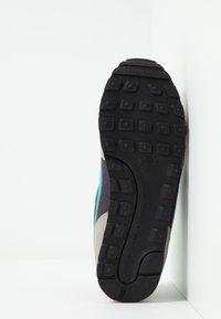 Nike Sportswear - MD RUNNER 2 BPV - Trainers - gridiron/teal/pumice/faded spruce - 5