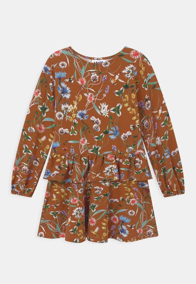 CHRISTABELLE - Žerzejové šaty - brown