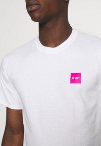 HUF - WET CHERRY TEE - Print T-shirt - white - 5