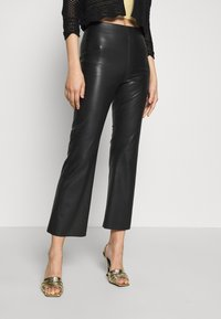 Soaked in Luxury - KAYLEE KICKFLARE PANTS - Broek - black - 0