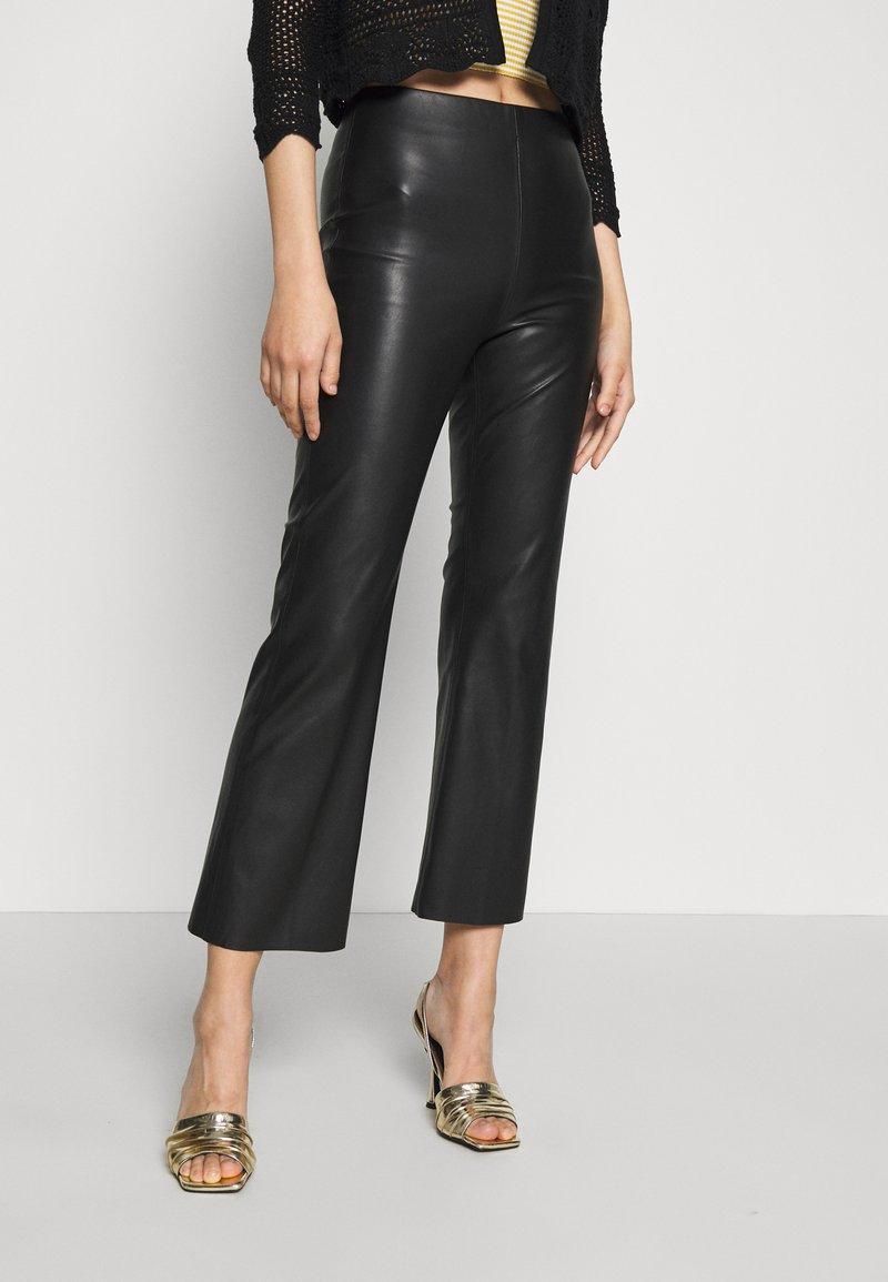 Soaked in Luxury - KAYLEE KICKFLARE PANTS - Broek - black