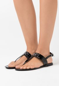 KARL LAGERFELD - JELLY II STUD TOE POST - T-bar sandals - black - 0