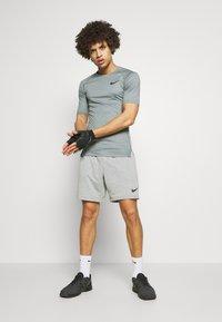 Nike Performance - T-shirt basic - smoke grey/light smoke grey/black - 1
