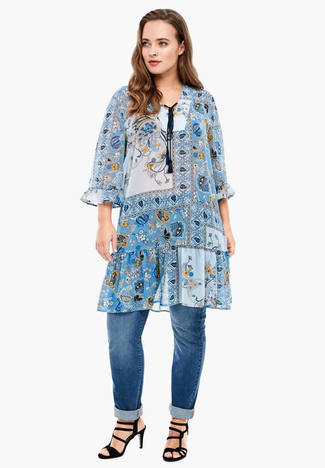 MIT PAISLEY-MUSTER - Korte jurk - blue aop