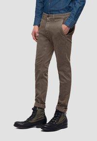 Replay - ZEUMAR HYPERFLEX  - Slim fit jeans - brown - 2