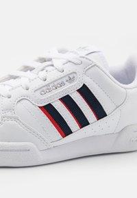 adidas Originals - CONTINENTAL 80 STRIPES UNISEX - Trainers - footwear white/collegiate navy/vivid red - 5