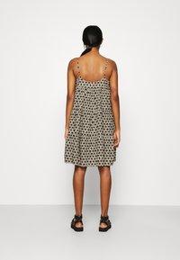 Levi's® - MARA DRESS - Denní šaty - beige/black - 2