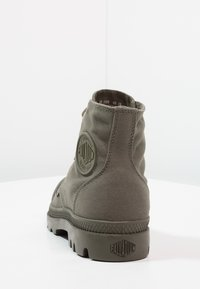 Palladium - MONO CHROME - Veterboots - olive night - 3