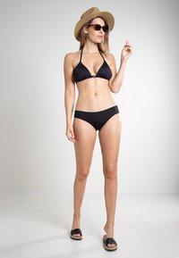 MICHAEL Michael Kors - RADIANT CHAIN SOLIDS TRIANGLE - Bikini top - black - 1