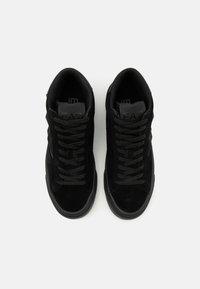 EA7 Emporio Armani - UNISEX - Sneakersy wysokie - triple black - 3