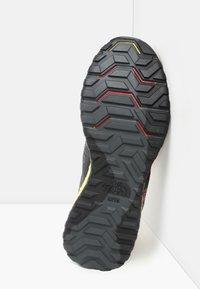 The North Face - M ULTRA SWIFT FUTURELIGHT - Sneakers laag - tnf black/tnf yellow - 4