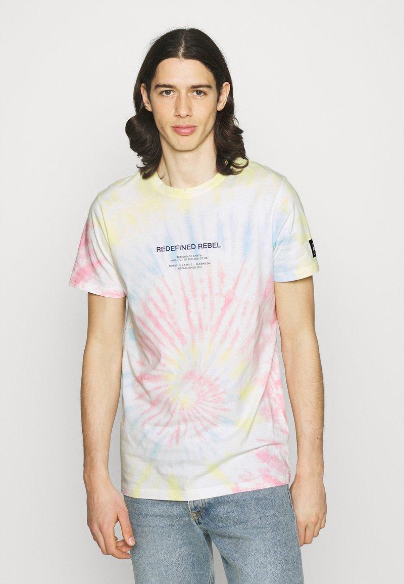 Redefined Rebel - FINN TEE - Print T-shirt - sun spring