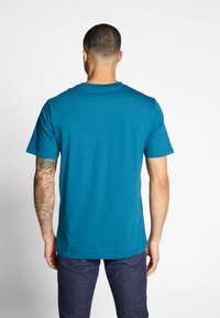 Carhartt WIP - OUTDOOR  - Print T-shirt - moody blue/clockwork - 2