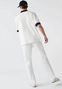 Lacoste - PH0029 - Polo shirt - blanc / bleu marine - 2