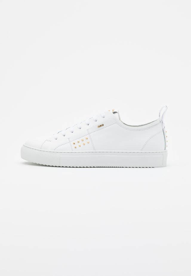VICTORIA - Zapatillas - white