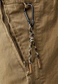 PULL&BEAR - Pantaloni cargo - brown - 6