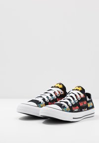 Converse - CHUCK TAYLOR ALL STAR X BATMAN - Baskets basses - white/black/multicolor - 2