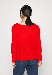 Missguided Petite - OPHELITA OFF SHOULDER - Jumper - red - 2