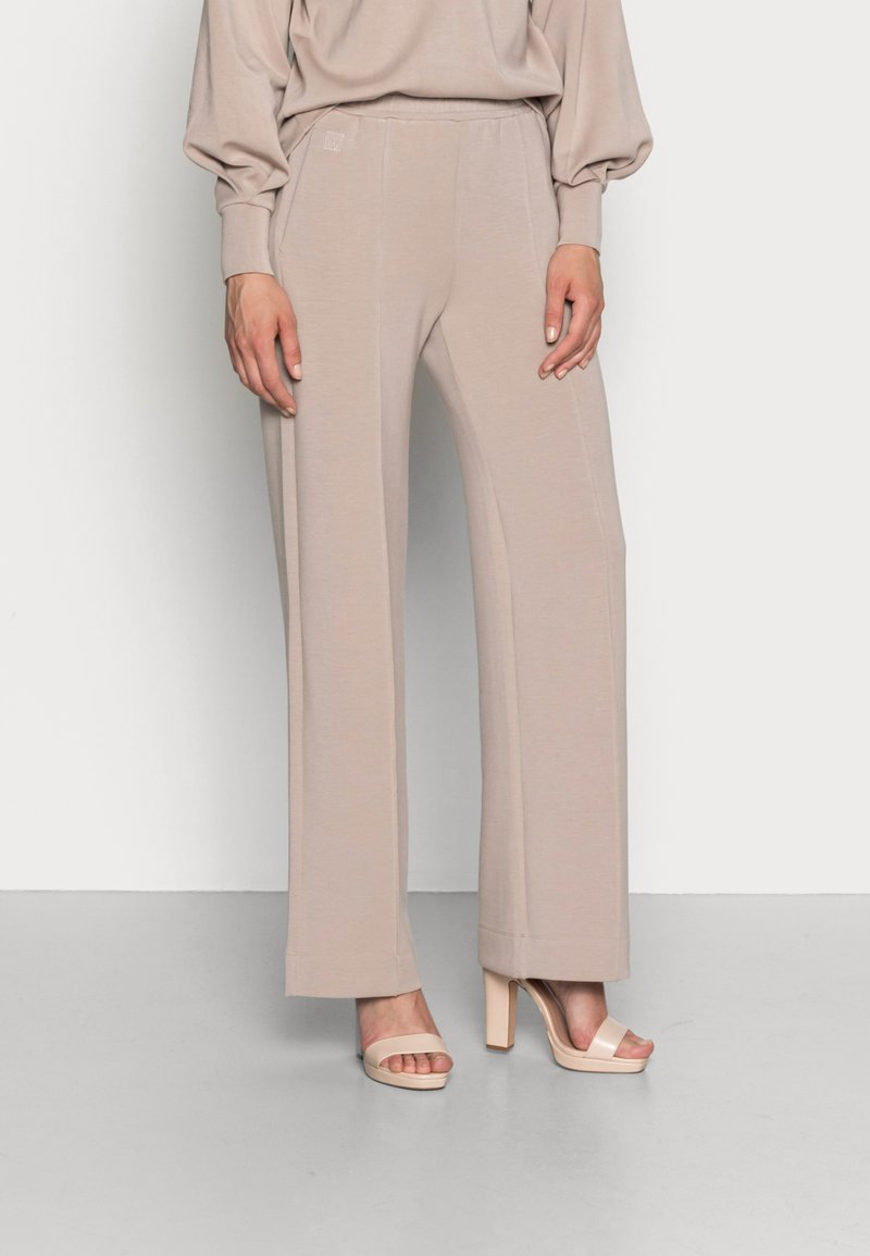 InWear - DALTON WIDE PANTS - Tracksuit bottoms - simply taupe