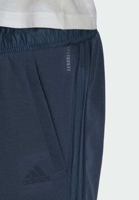 adidas Performance - FI Q2 BD MUST HAVES AEROREADY PRIMEGREEN SPORTS REGULAR PANTS - Tracksuit bottoms - blue - 5