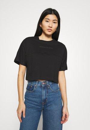 BACK REFLECTIVE LOGO TEE - T-shirt con stampa - black
