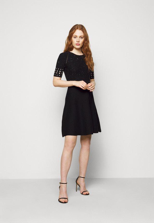ABITO DRESS - Stickad klänning - black