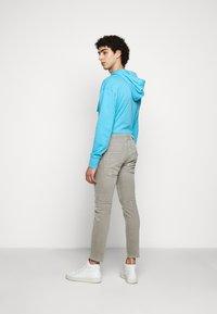 DRYKORN - RAZ - Slim fit jeans - grau - 2