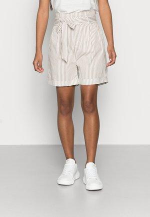 VMEVA PAPERBAG COT - Shorts - snow white/silver mink