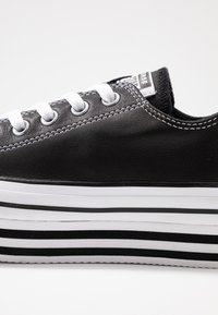 Converse - CHUCK TAYLOR ALL STAR LAYER BOTTOM - Trainers - black/white - 2