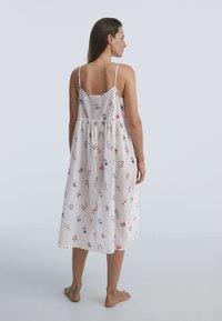 OYSHO - DITSY FLORAL - Day dress - white - 2