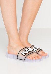 KARL LAGERFELD - KONDO BAND SLIDE - Sandály do bazénu - clear - 0
