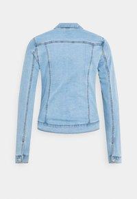 Vero Moda Tall - VMHOT SOYA JACKET - Jeansjakke - light blue denim - 6